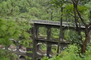 Viadukt auf der Bahnstrecke