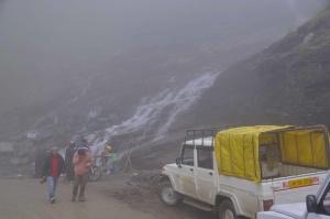 Schlechtes Wetter und schlechte Straße am Rhotang La