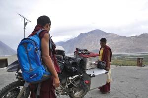 Motorradbegeisterte Mönche